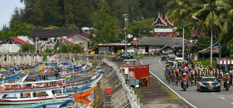 Pesona Pantai Gandoriah Pariaman Menjadi Spirit Imam Arifin Menjuarai Etape VI TDS 2017